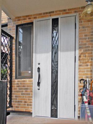 H邸玄関ドア施工後